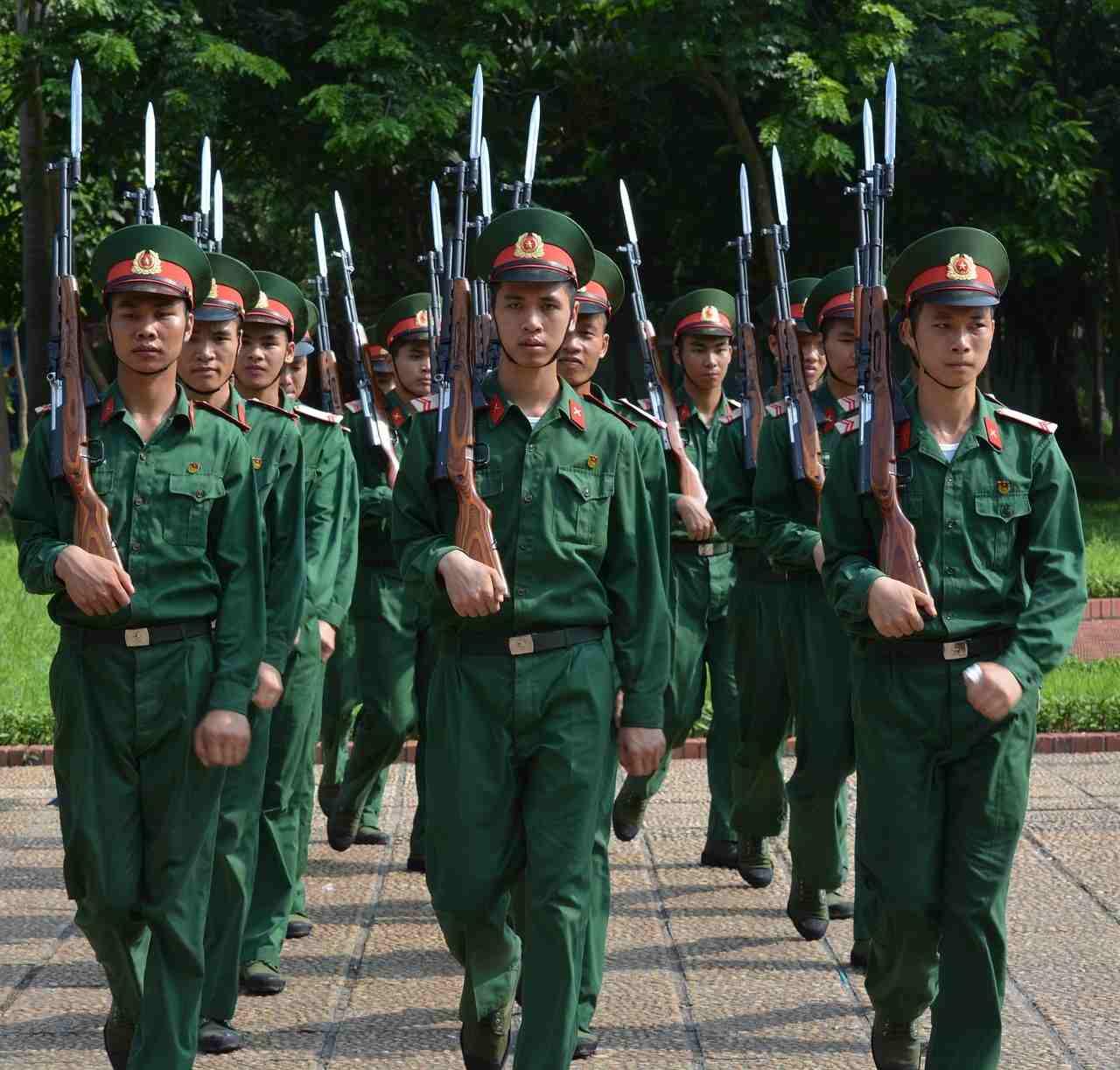 Żołnierze maszerują. Musztra. regulamin zawodów